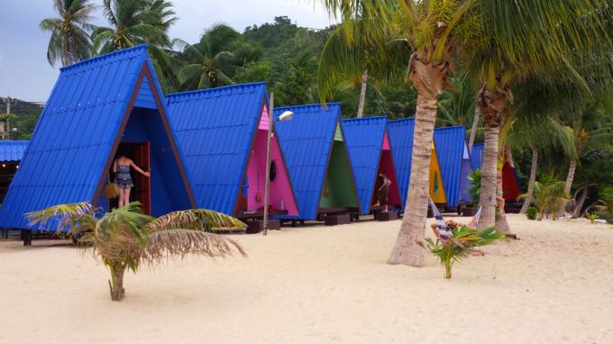 Двухместные домики на пляже Ламаи - туалет на улице. Зато рай с видом на море.