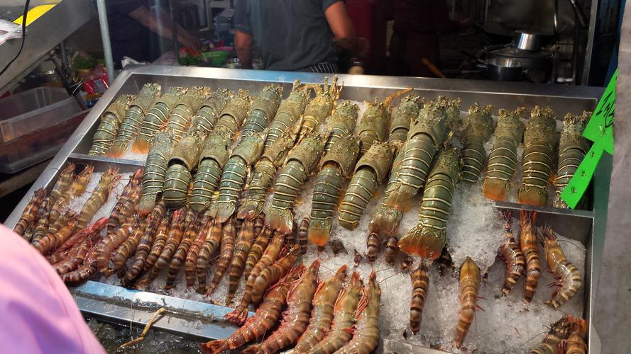 Морепродукты на ночном рынке