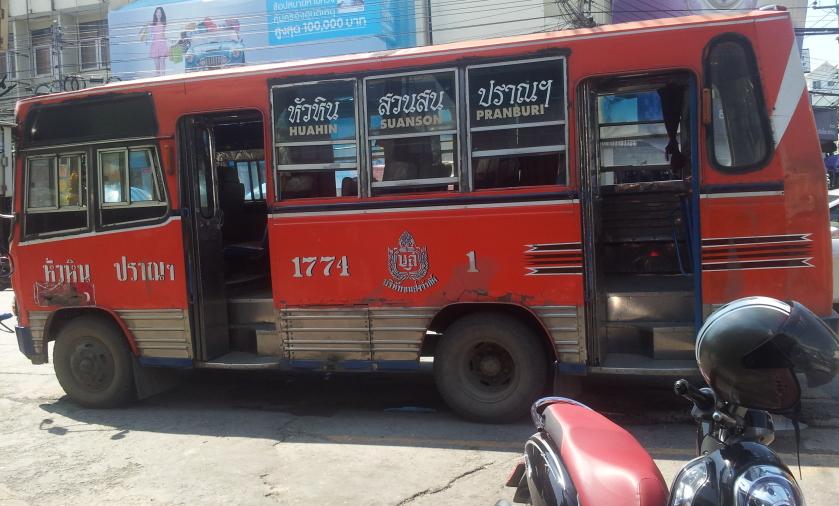 оранжевые автобусы Хуахина