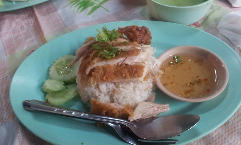 рис с курицей и мисочка бульона - 30 бат