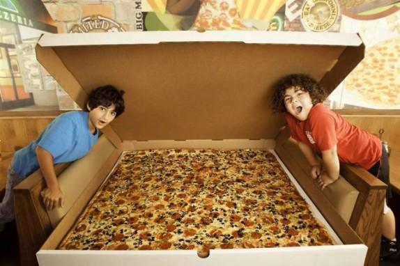 огромная пицца