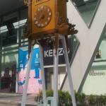 Оригинальные часы-качели в Бангкоке