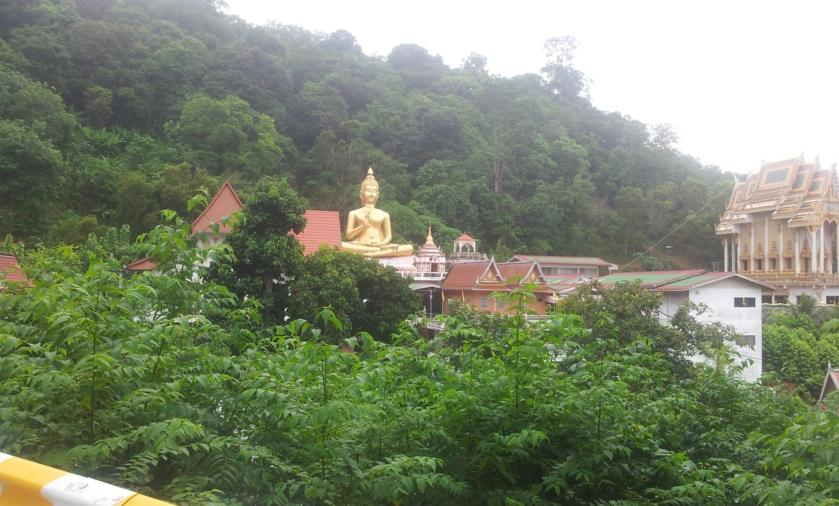 Большой золотой Будда, недалеко от Rang Hill