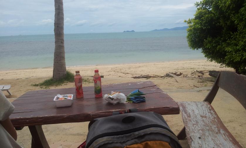 перекус на пляже