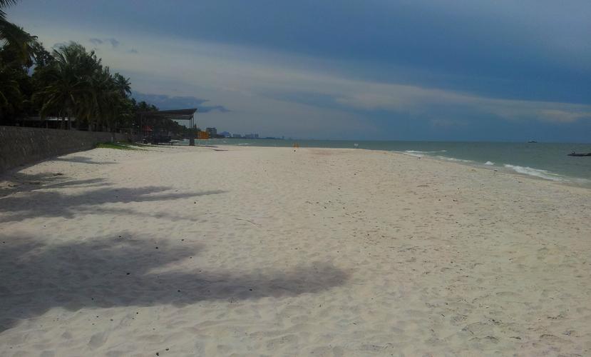 белый песочек на пляжах Хуахина
