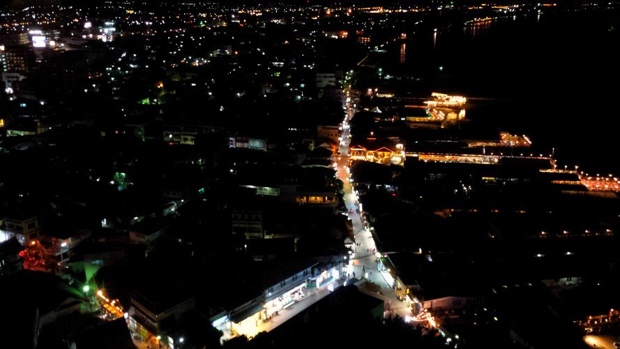 вид с Хилтон на город ночью