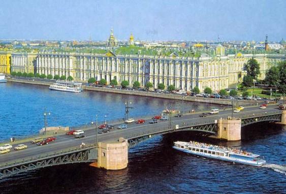 Дворцовый мост днем