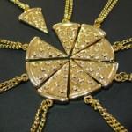 Символ пиццы в качестве подвески на шею!